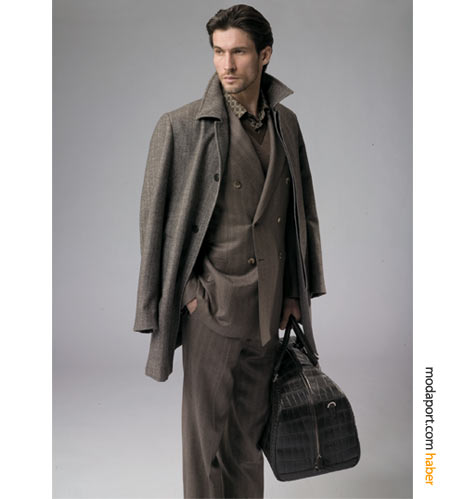 Harvey Nichols'la Türkiye'ye gelen Brioni'nin kruvaze takım elbisesi, kahverenginin çekirdek tonunda kısa paltoyla