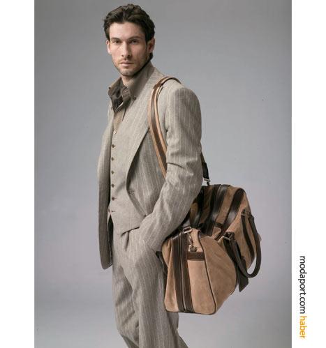 Tıpkı 80'lerde olduğu gibi, yelekli takım elbiseyle de spor görünmek mümkün. Brioni'nin bu çizgili gri takımı, kravatsız, spor bir çantayla kullanılmış.