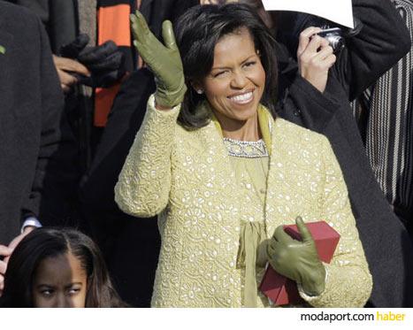Michelle Obama'nın güpür kumaştan sarı elbise-manto kombinasyonu, Isabel Toledo'yu günü tasarımcısı yaptı
