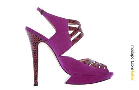 """""""Birkaç yıl önce ayakkabılar fazla cici biciydi"""" diyen Nicholas Kirkwood, fuşya ince topuklu ayakkabıyı, yılan derisiyle renklendirmiş."""