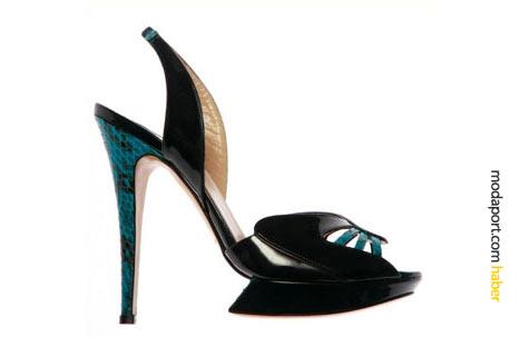 Sezonun trendi yılan derisi detaylı siyah abiye ayakkabı modeli