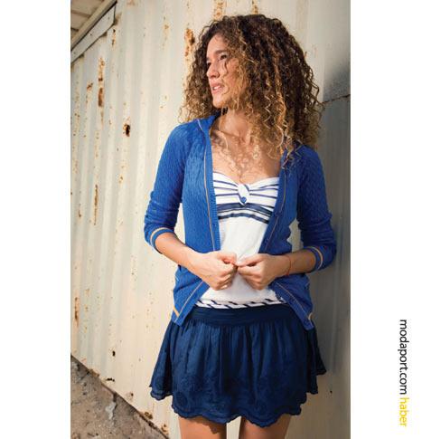 FTS64 lacivert mini etek, straplez bluz ve hırkayla çok hoş bir yaz kıyafeti olmuş..