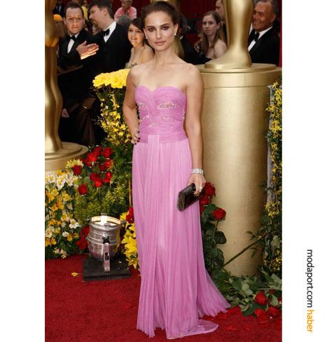 Natalie Portman, pembe Rodarte abiye ve Kwiat mücevherlerle