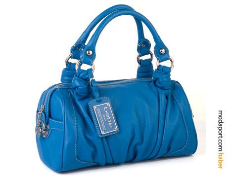 Canlı mavi renkte deri çanta