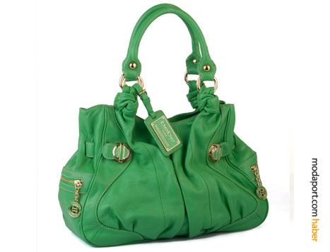 Canlı yeşil çanta uzaktan farkedilmek için birebir