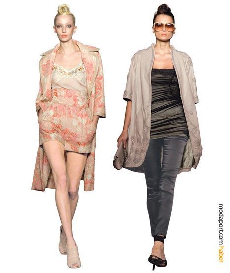 Solda: Şeker rengi şort ve palto takımı, neredeyse avant garde bir şıklık içinde. Sağda: Saten pantolon ve tüllü üst üzerine giyilen işli deriden uzun ceket, koleksiyonun pek çok öğesini barındırıyor