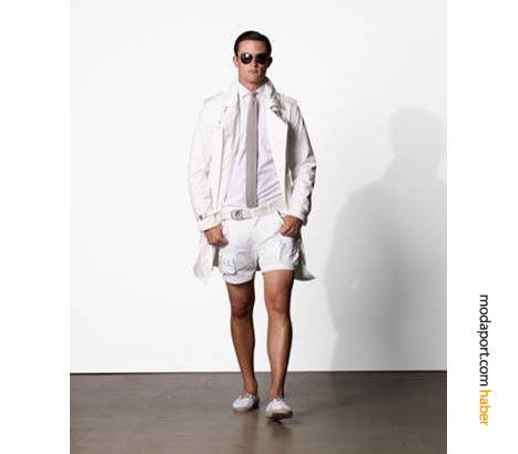 2009 ilkbahar ve yazının önemli erkek modası trendlerinden biri de kısa şort: Ralph Laure'de kısa şortu kravatla bile tamamlayabilirsiniz.