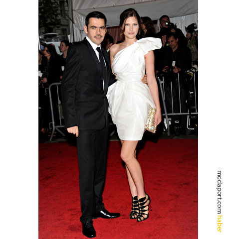 Roland Mouret beyaz gece elbisesi