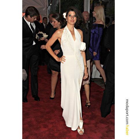 Boyundan askılı beyaz elbise