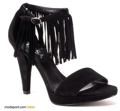Püsküllü ayakkabı da, abiyesever anneler için bir alternatif olarak düşünülmüş