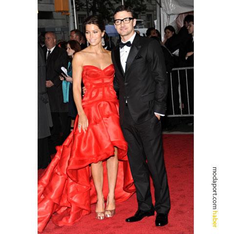 Atelier Versace kırmızı gece elbisesi