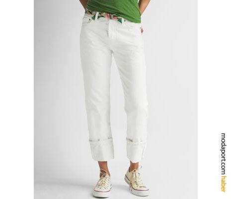 Levi's 501 boyfriend jeans kesimi modellerinin beyazı da var