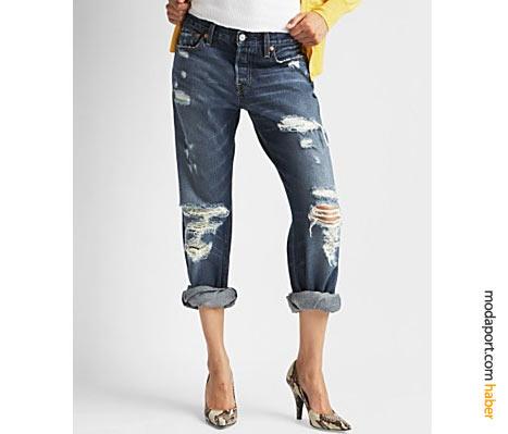 """Yılın iki kot pantolon trendi bir arada: yırtık ve """"boyfriend"""" bir 501"""