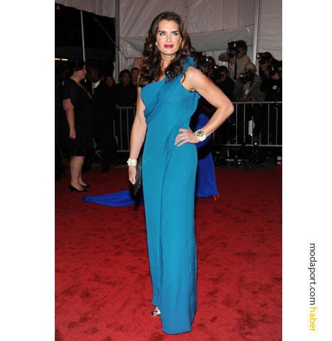 Mavi, gece elbiselerinde tercih edilen bir renk oldu