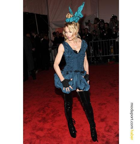 Louis Vuitton kıyafetiyle Madonna