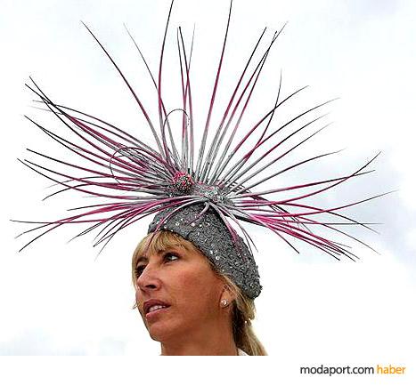 Paula Matthews'un payet işli şapkası, dikenlerle süslü
