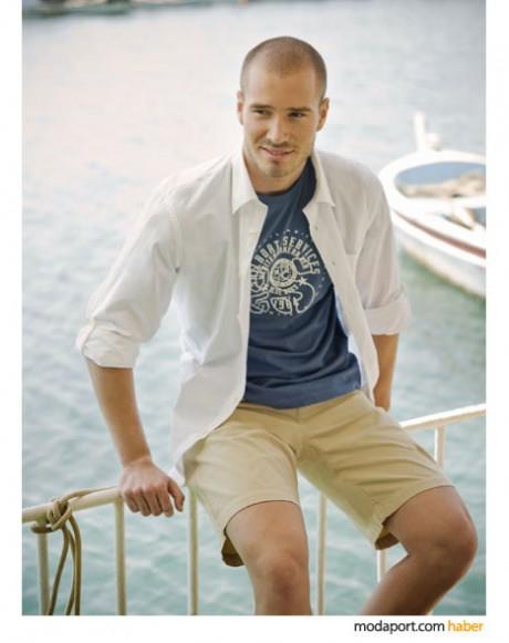 Mudo 2009 Yaz Erkek koleksiyonundan casual tarzda beyaz gömlek ve bermuda şort..
