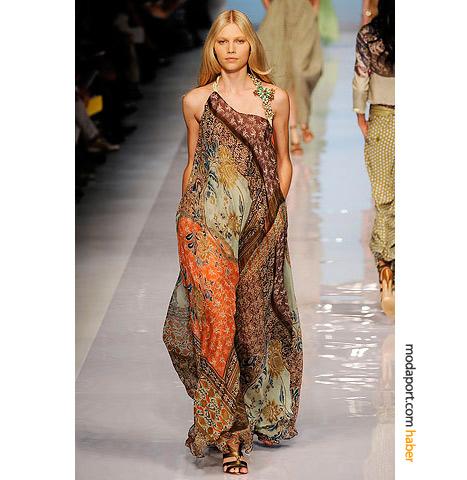 Etro'nun 2009 koleksiyonu uzun elbise modelleri, yaz geceleri için her yaşa uygun geniş bir çeşitlilik sunuyor