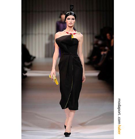 Armani Privé'nin bu diz altı elbisesi, Angelina Jolie tarafından da giyilmişti