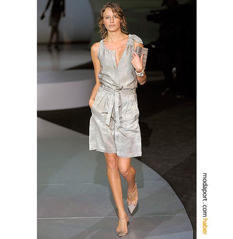Giorgio Armani'nin bol paçalı modeli, bir gece kıyafeti olarak tasarlanmış