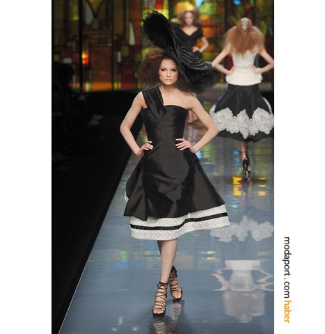 Christian Dior Couture'un diz altında biten modeli