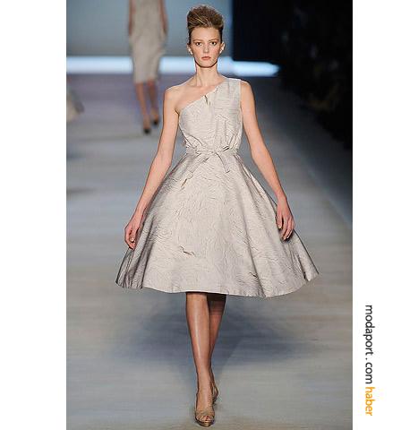 Giambattista Valli'nin kabarık etekli elbiseleri iddialı ve zarif