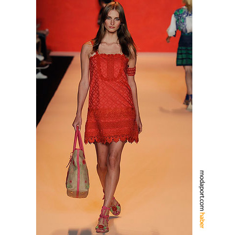 Amerikalı modacı Anna Sui'nin yazlık elbiselerinden biri