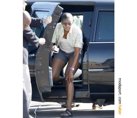 Michelle Obama şortuyla başkanlık limuzinininden inerken