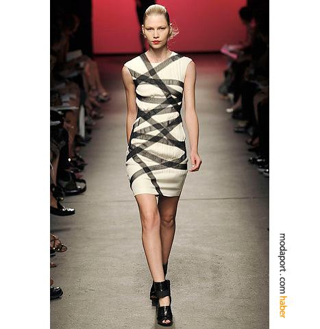 Amerikan modaevi Thakoon'un bantlı beyaz elbisesi