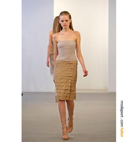 Calvin Klein resort koleksiyonundan straplez elbise