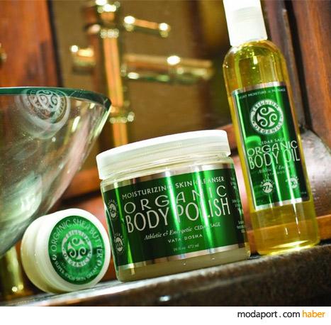 Organik esansiyel yağlar, ayurvedik aromaterapi ilkelerine göre hazırlanmış..