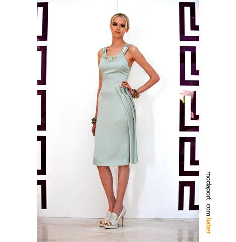 Versace'nin resort koleksiyonundan açık mavi elbise
