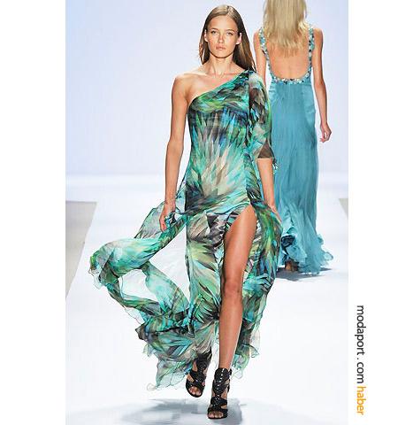 Carlos Miele'nin bu şifon elbisesi, yaz denizinin renklerini geceye taşıyor