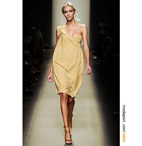Bottega Veneta'nın tek omuzlu gece elbisesi vanilyalı dondurma kadar muhteşem