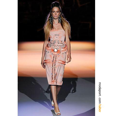 Çılgın Amerikalı modacı Zac Posen tasarımı işli dizaltı elbise