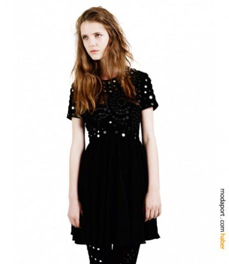Lacivert gece elbisesinin siyah versiyonu