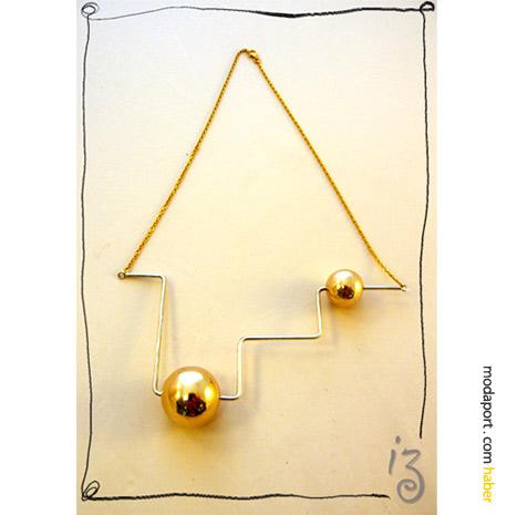 Maybeshop için hazırlanmış altın toplu kolye, Didem Aras takı tasarımlarının farklı bir yönünü yansıtıyor..