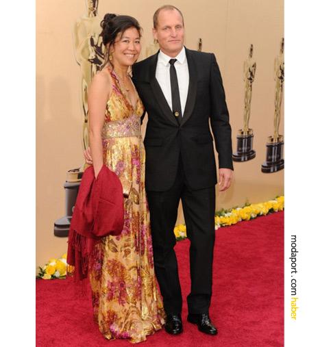 En İyi Yardım Erkek Oyuncu adayı Woody Harrelson kravatı tercih eden ünlülerden. Kıyafetinin tamamı Burberry.