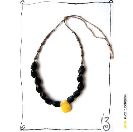 Siyah ve sarının çarpıcı birleşiminden oluşan kolye