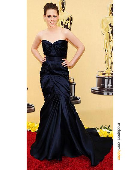 Kristen Stewart, Monique Lhuillier elbise ve H. Stern elmas bileklikle...
