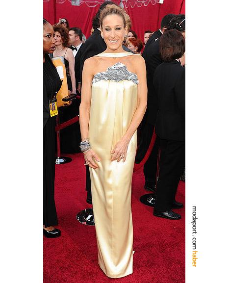 Sarah Jessica Parker, Chanel Haute Couture gece elbisesi, Fred Leighton takılarla..