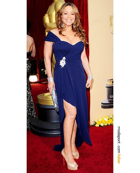 Mariah Carey, Valentino Haute Couture elbise, Judith Leiber el çantası, H. Stern elmas bilezik ve Chopard elmas küpelerle..