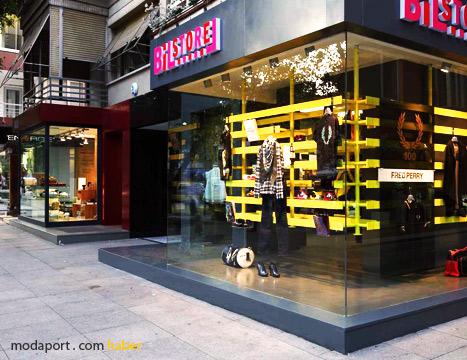 Erenköy'deki Bilstore ve Muji mağazaları