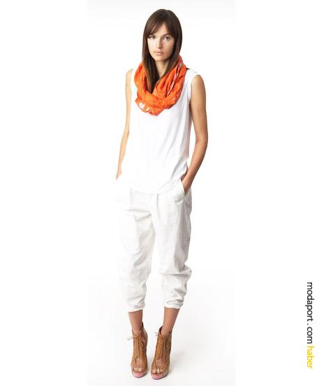 2010 ilkbahar yazının bir başka trendi de full beyaz renk giyinmek.. Bu pamuklu beyaz pantolon ve şalla, yaz için basit olduğu kadar harika bir giyim stili yaratmak mümkün..