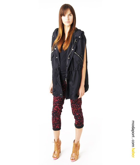 Özgün bir genç giyim stili.. Naylon görünümlü pamuk parka, baskılı skinny pantolon üzerinde