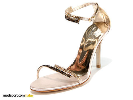 Swarovski taşlarla süslü yüksek topuklu ayakkabı modeli