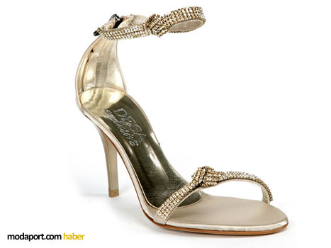 Bilek bölgesi ve ayak kısmı Swarovski taşlarla bezeli yüksek topuklu ayakkabı modeli