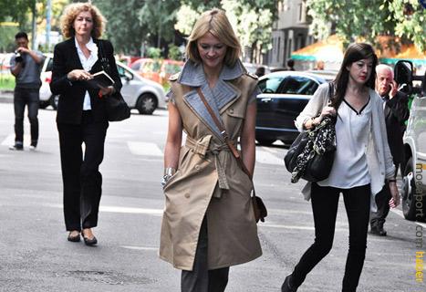 Kolsuz trençkotlar da giyim stil katan bir tercih olarak Paris Moda Haftasında sıkça görülmüştü..