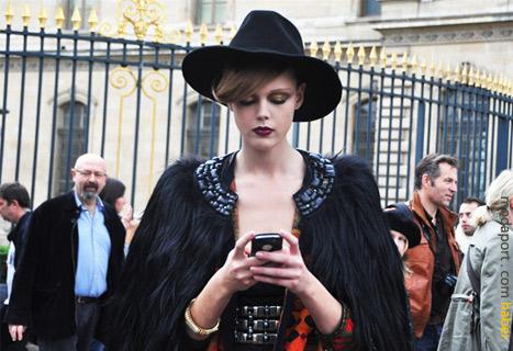 Paris Moda Haftasından birbirinden ilginç giyim stilleri..