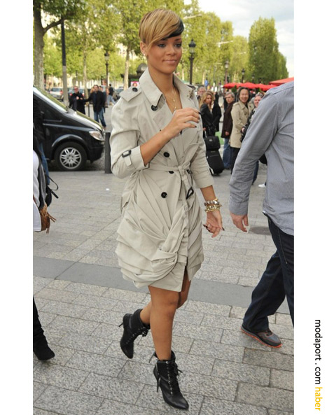 Rihanna da Victoria gibi büzgülü krem trençkotuyla
